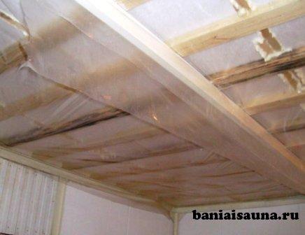 Утепление потолка бани тремя способами