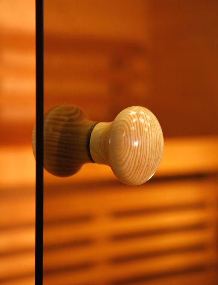 Ручки чаще устанавливаются деревянные