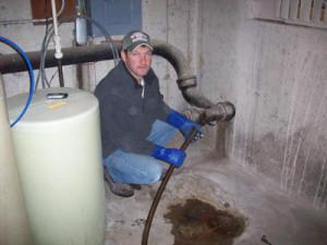 Размораживание труб с помощью горячей воды