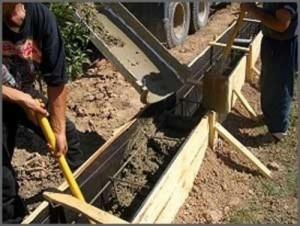 zalivka-betona-iz-mashiny-pryamo-v-transheyu