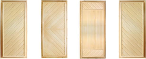 В основном двери для бани бывают деревянными
