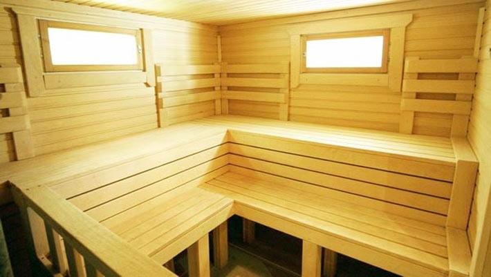 В парной приемлемы только деревянные окна