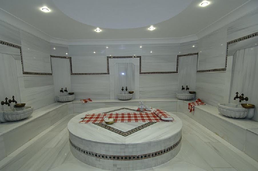 Главным в бане является каменный стол для массажа