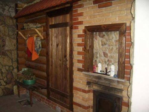 Двери в бане традиционно невысокие
