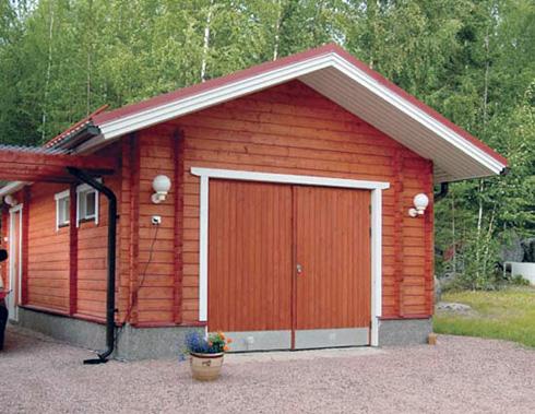 Деревянная конструкция совмещающая гараж и баню под одной крышей