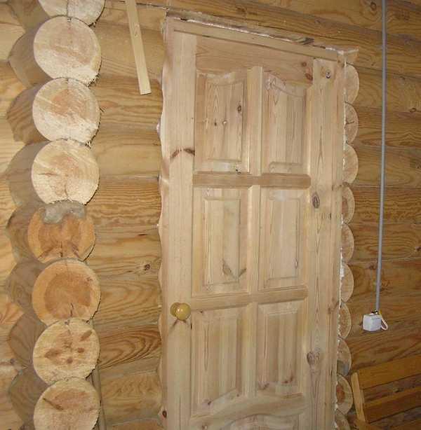 Деревянные двери требуют дополнительного ухода