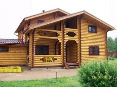 Дом и баня из бруса по одной крышей