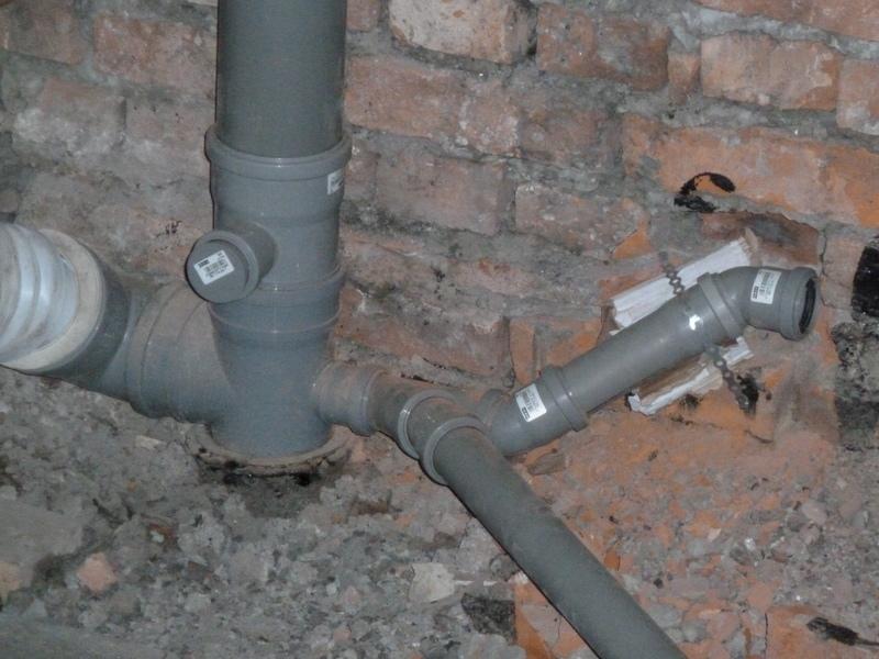 Если есть возможность подключения к сетевой канализации, то это очень хорошо