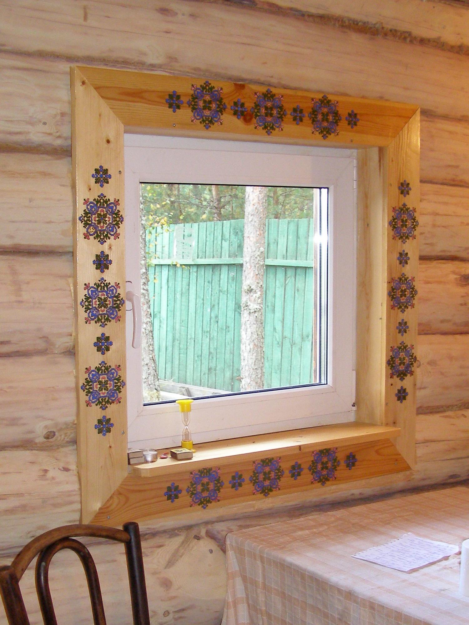 Если приложить некоторые-усилия-то окно станет настоящим украшениям бани