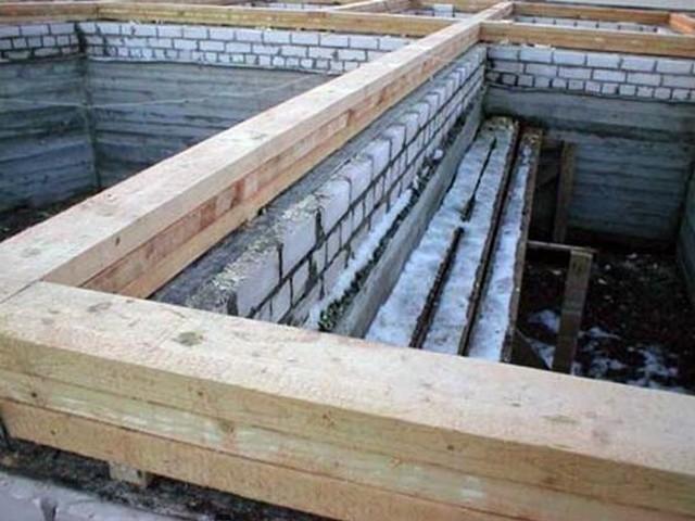 Создание основательного фундамента под большой дом с баней