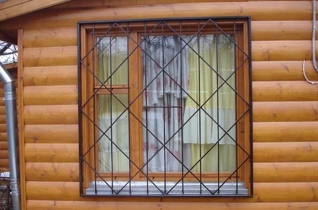 Если есть необходимость, то решетки лучше покупать вместе с окнами