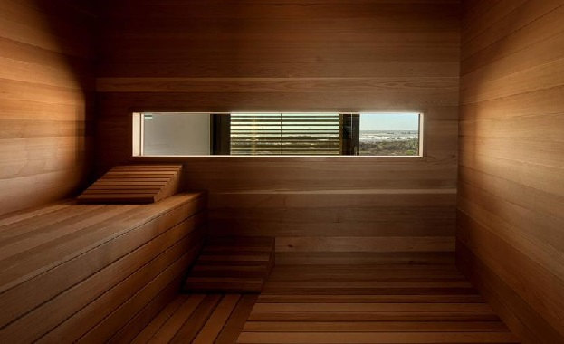 beach-house-with-reconfigurable-wood-panels-11-sauna-thumb-970xauto-38131