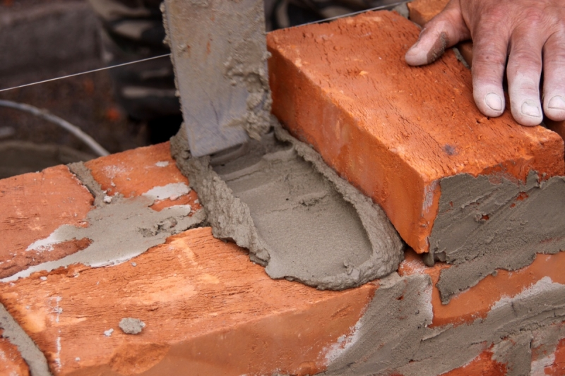 kladka-kirpicha-na-cementnyi-rastvor