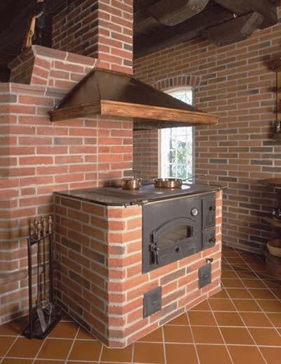 Печь в доме с вытяжкой